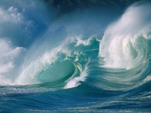 Crashing_waves_1