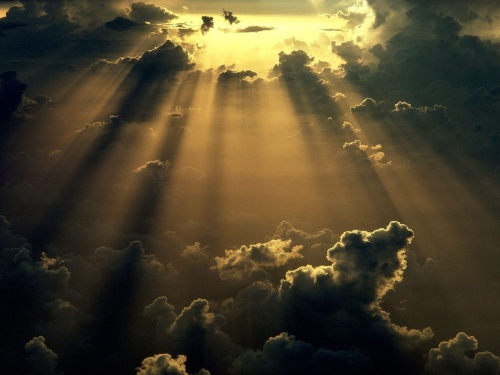 sun-rays-coming-from-dark-clouds--1280x960